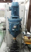 MR流体を用いた伝達応力測定装置(MR流体の伝達応力を評価する装置:下部にMR流体を組み込んだ試験用クラッチとトルク測定用ロードセルが取り付けられている)