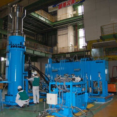 水素タンクの耐圧試験装置
