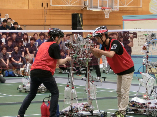 昨年行われたNHK学生ロボコン2015の模様