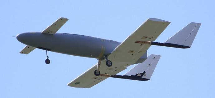 大学院生の設計・製作による模型ジェット機