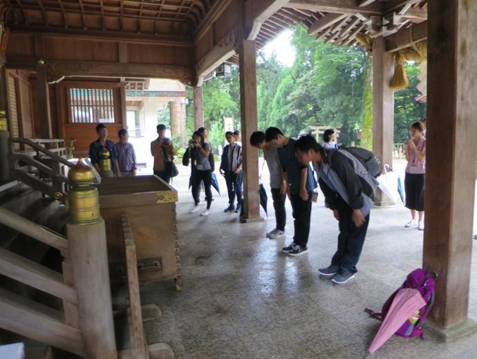 白山比咩神社参拝の様子