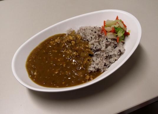 「とり野菜みそ入り 辛くない十五穀米カレー(400円)」
