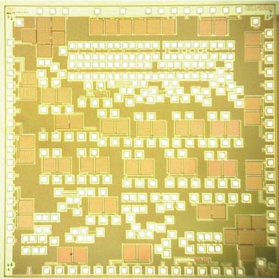 電波など環境電磁波からの発電を可能にするSOIチップ。2.5mm2のチップ全体