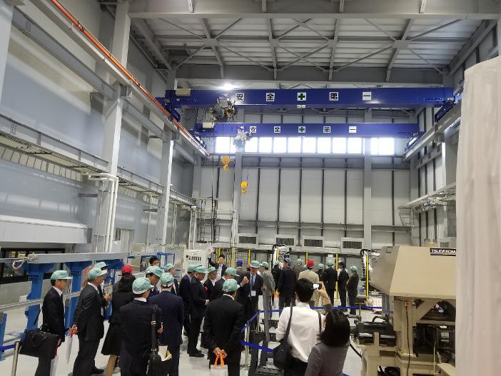「実証開発拠点」は鉄骨構造3階建、延床面積約1,300平方メートル、総工費約7億円