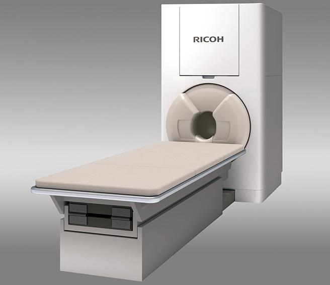 金沢工業大学の技術支援のもとリコーが開発した脳磁計測システム「RICOH MEG」