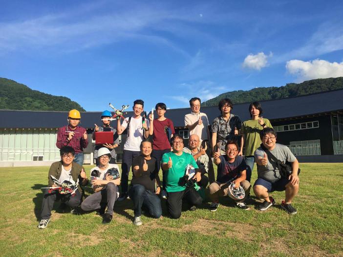 ワークショップには金沢工業大学の学生と教員、企業エンジニアが参加