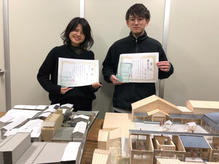 松井勇介さん(右)と、3位・プレゼン賞を獲得した髙橋仙実さん