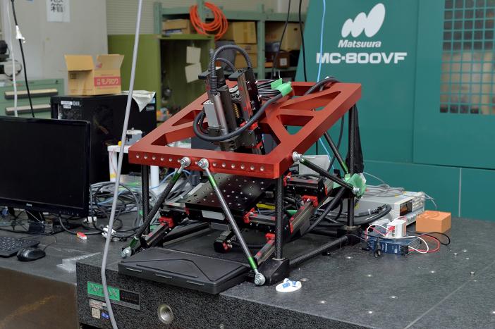 大幅な小形、軽量化を実現した「デスクトップ工作機械」