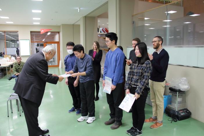 作成した英語版パンフを石川県赤十字献血センターに提案(1月28日)