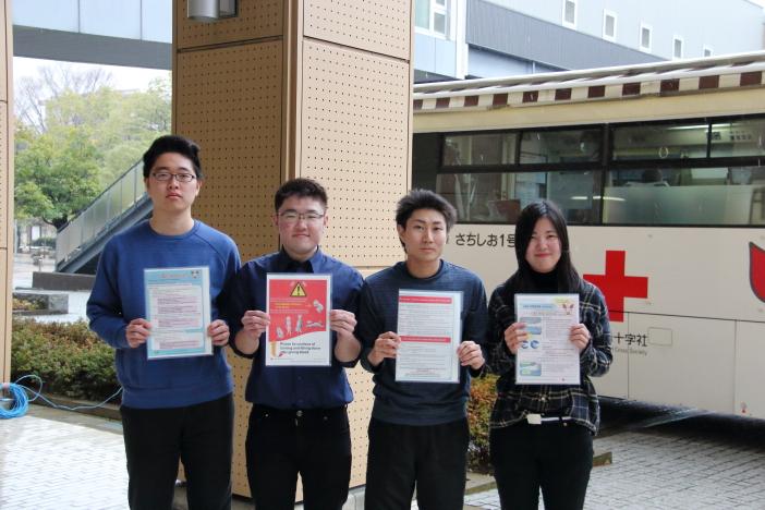 英語版献血パンフを制作した学生