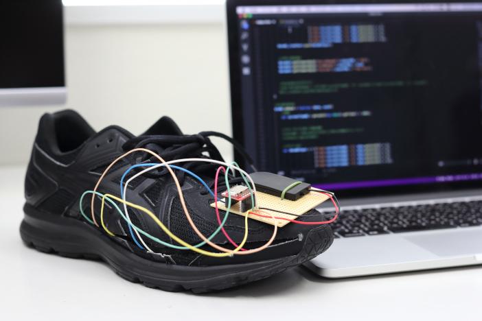 開発中の歩容センサーのプロトタイプ
