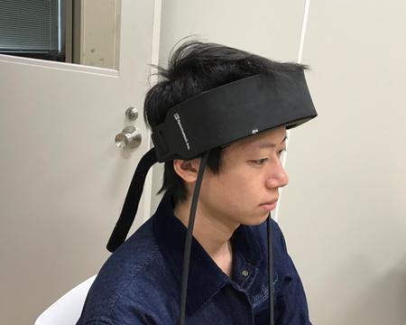 NIRS(近赤外線分光法)。脳酸化ヘモグロビン(Hb)変化量を非侵襲で計測。