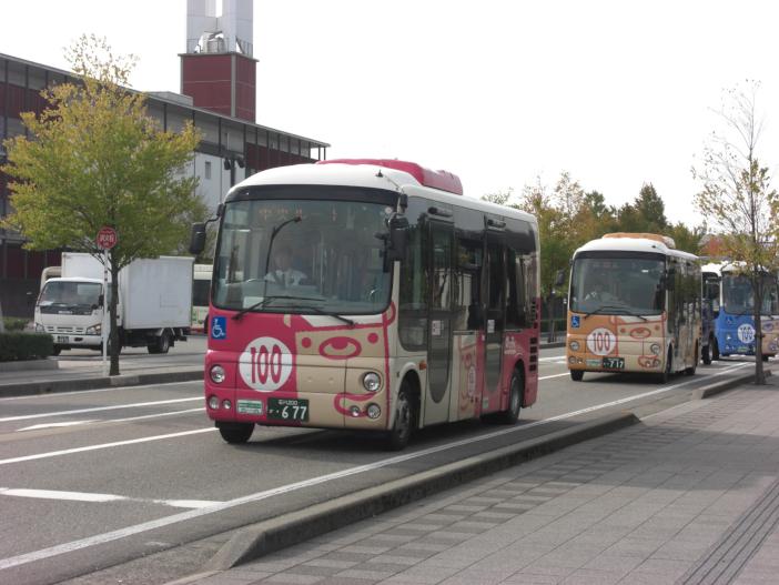 野々市市役所前を走るコミュニティバス「のっティ」