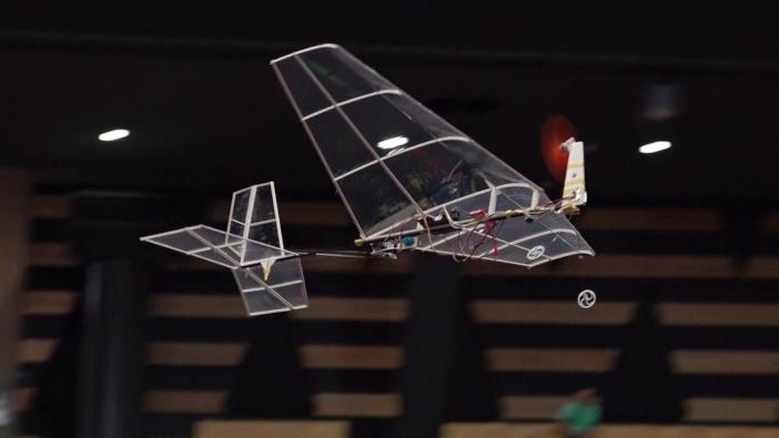 大会史上初となる「自動離着陸および自動投下」を成功させた夢考房チームの「アマツバメ」