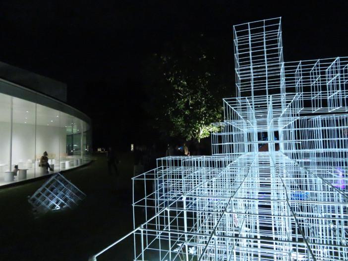 金沢21世紀美術館広場(令和元年10月13日撮影)