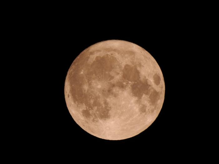 奇しくも台風一過の13日は満月の前日。月明かりも印象的だった(令和元年10月13日撮影)
