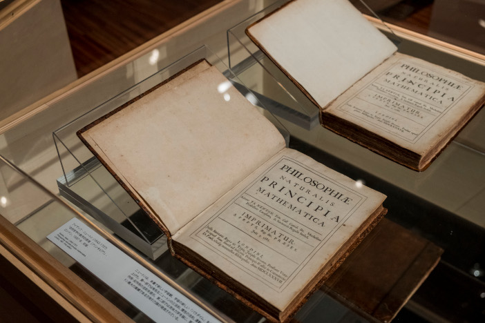 アイザック・ニュートン「自然哲学の数学的原理(プリンキピア)」、ロンドン、1687年、初版