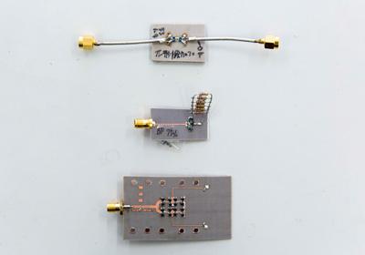 伊東研究室で作製されたさまざまな電子回路。一つひとつ特性や用途が異なる。