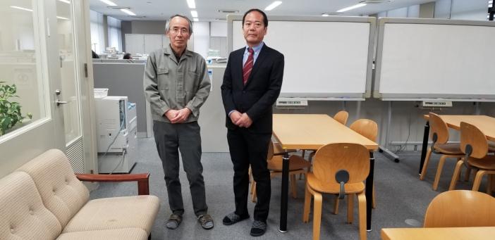 大藪又茂教授と上江洲弘明講師(金沢工業大学 数理工教育研究センター)