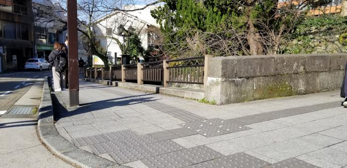 (敷設例)金沢市役所裏 旧西外惣構堀付近