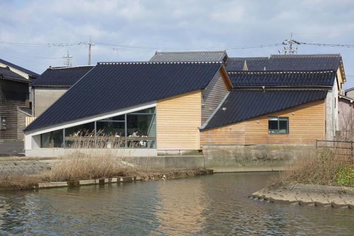 リノベーション後。特徴的な屋根の形は、元の建物が持っていたもの