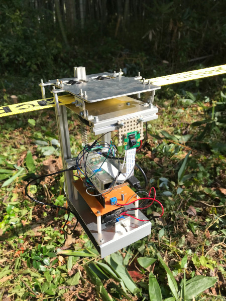 開発されたベルト移動型の害獣対策ロボット試作機