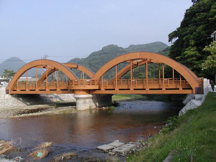 本田客員教授が研究対象の一つとした八幡橋(近代木車道橋、新潟県山北町)