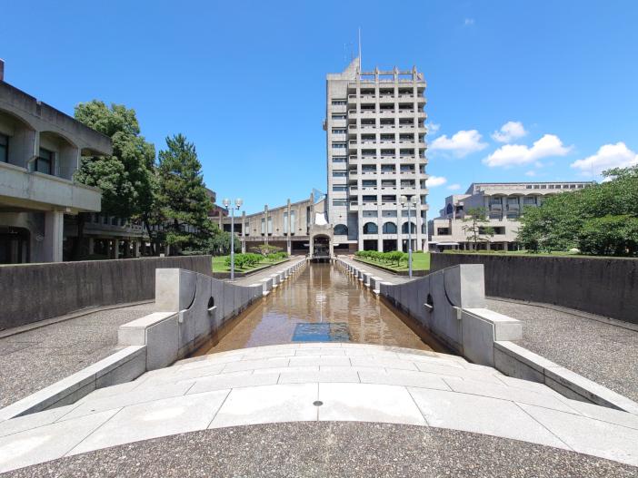 ライブラリーセンターは学生同士で教え合う金沢工業大学の象徴となっている