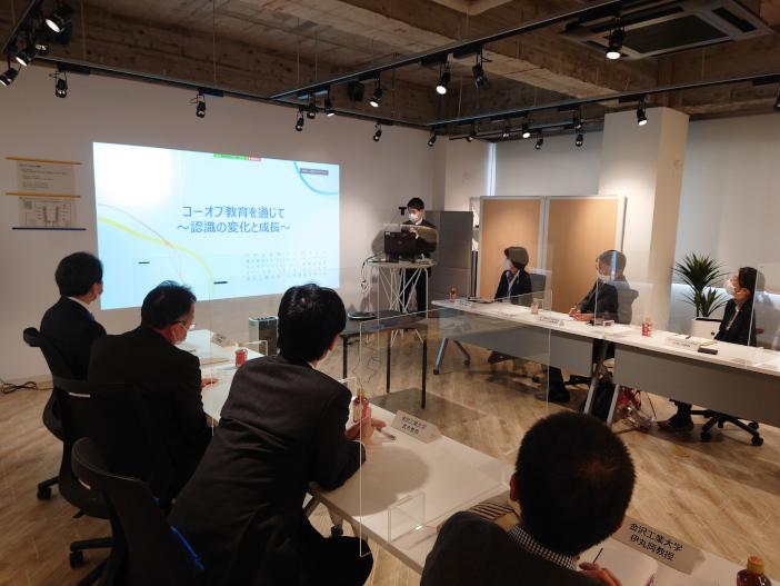 発表会はNTT西日本 小川成子金沢支店長、大澤敏学長など、NTTと金沢工業大学の関係者の出席のもとで行われた