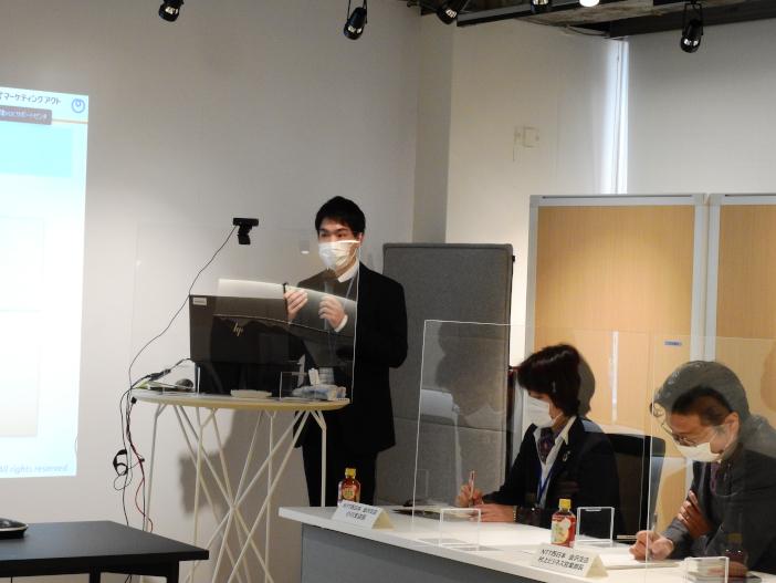 成果発表を行う田中さん
