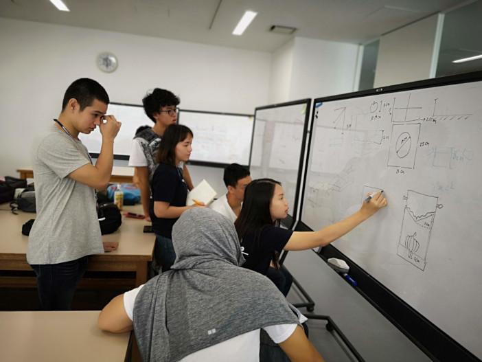 2018年に実施された「さくらサイエンスプラン」の模様(場所:金沢工業大学)