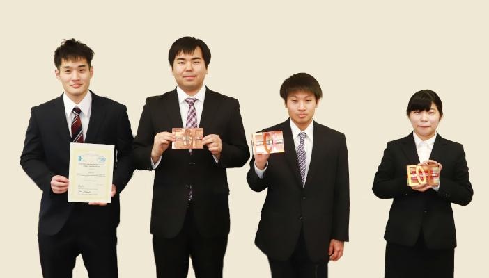「Team KNS」のメンバー。(左から)宮本翔太さん、木滑智也さん、田中翔也さん、宮岸美有さん