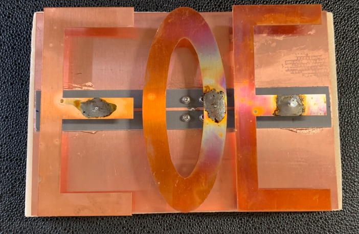 製作した「EOE」をかたどったEOEの文字型アンテナ素子
