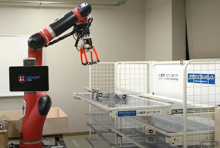 次世代スライド棚(右)と協働するロボットアームのSawyer(左)