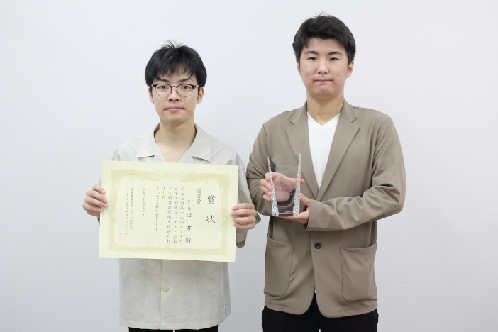 優秀賞を受賞した水野智章さん(左)と三ケ山優斗さん